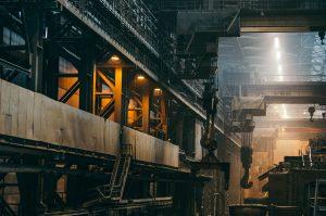 7 mitai apie karjerą pramonėje: ar išties gamybos sektorius gali pasiūlyti tik darbą prie staklių?